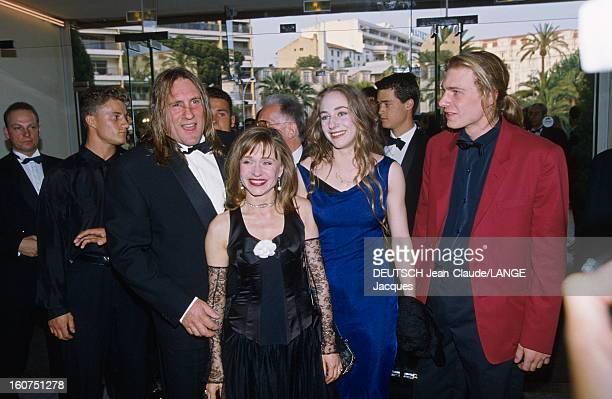 45th Cannes Film Festival 1992: The Opening Gala. Le 45ème Festival de CANNES se déroule du 7 au 18 mai 1992 : arrivée souriante de Gérard DEPARDIEU...