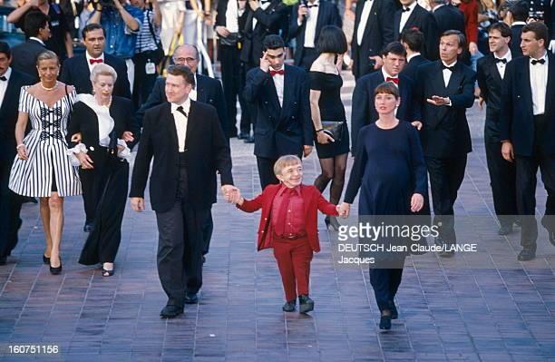 The Team Of Film Twin Peaks By David Lynch Le 45ème Festival de CANNES se déroule du 7 au 18 mai 1992 arrivée de l'équipe du film 'Twin Peaks' au...