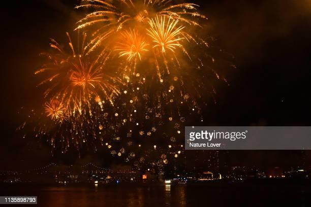 4th july independence day celebration fireworks - wonder película de 2017 fotografías e imágenes de stock
