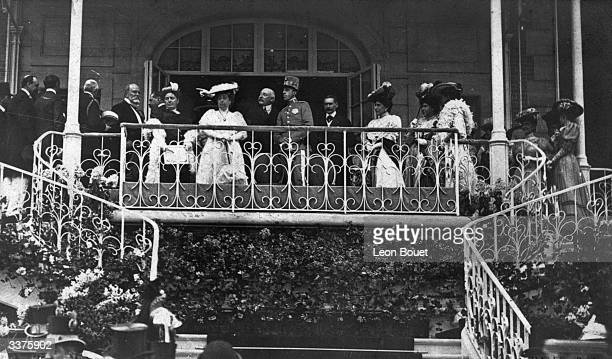 Surrounded by dignitaries the president of the Steeplechase Society points out a feature to King Alfonso XIII of Spain during a visit to Auteuil...