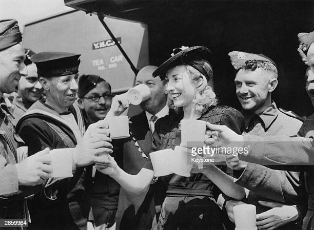 Forces Sweetheart Vera Lynn acting on behalf of the Variety Artistes Ladies' Guild presented a mobile canteen to the mayor of Westminster who...