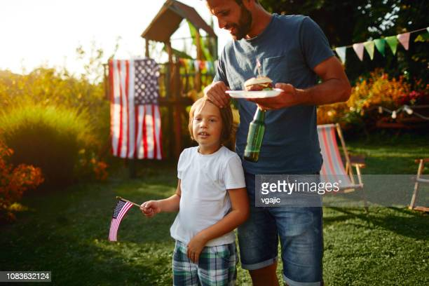 4th of july - father and son - happy independence day foto e immagini stock