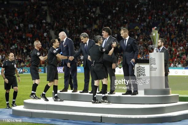 4th official Mateu Lahoz, assistant referee Juan Carlos Yuste, KNVB chairman Michael van Praag, assistant referee Roberto Alonso, referee Alberto...