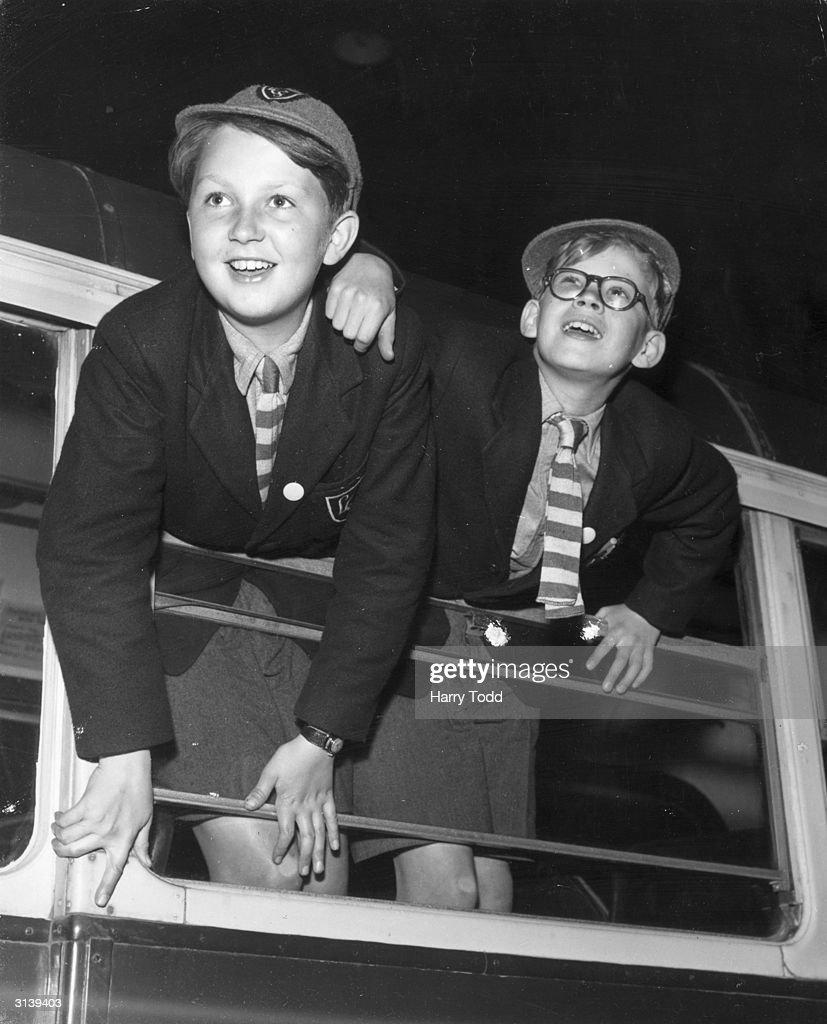 Jennings And Friend : News Photo