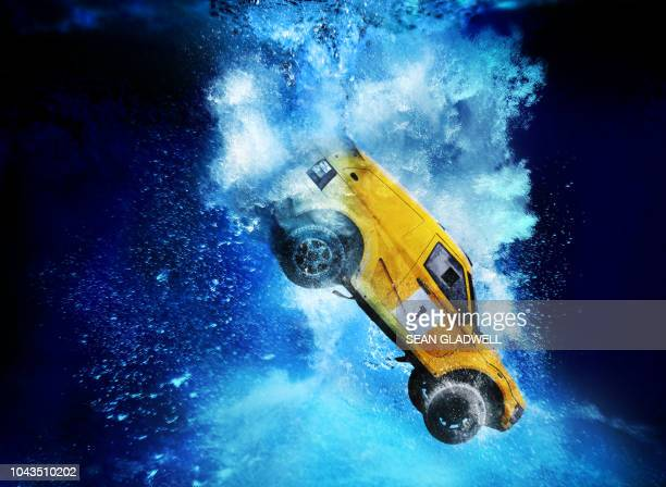 4x4 rally car sinking underwater - rally car stock photos and pictures