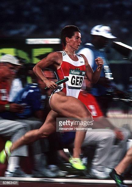 LEICHTATHLETIK 4x400m Staffel Frauen ATLANTA 1996 3896 GER STAFFEL gewinnt die BRONZE MEDAILLE Grit BREUER/GER