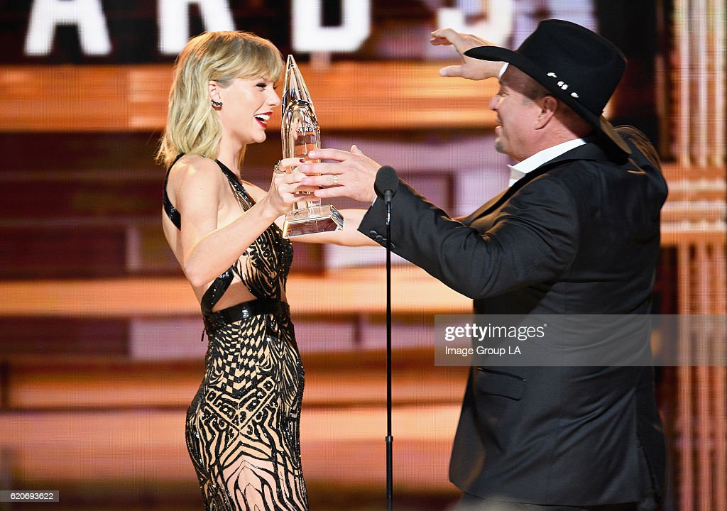 ABC's Coverage Of The 50th Annual CMA Awards : News Photo