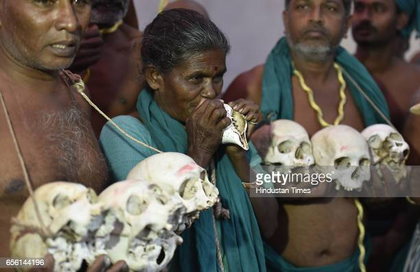 50yearold widow Nachchmma along with 150 farmers from Tamil Nadu protest with skulls of fellow dead farmers for the issue of Tamil Nadu Delta turning...