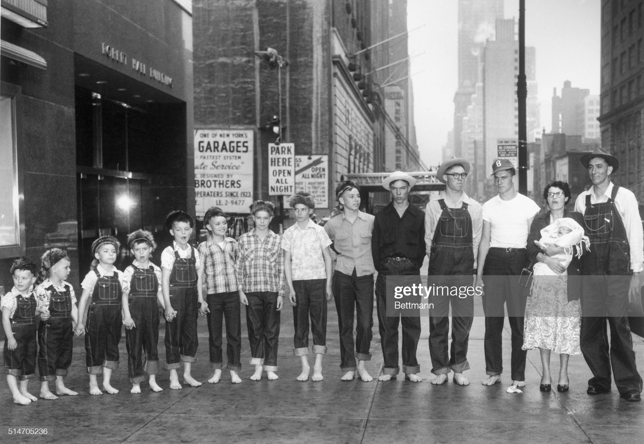 https://media.gettyimages.com/photos/511955nygathered-outside-robert-hall-clothing-store-on-west-34th-st-picture-id514705236?s=2048x2048