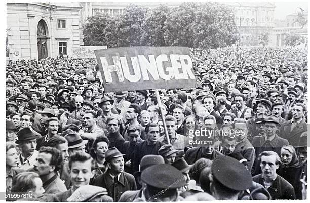 5/14/1947Vienna Austria You don't have to posses the gift of tongues to know when you're hungry These Viennese few of whom know a word of english...