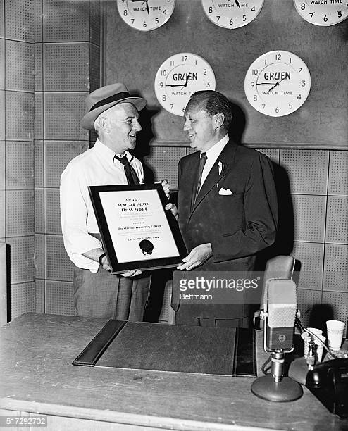 5/24/1953New York NY Walter Winchell receives the 1953 Mike Screen Press Award from Jack Benny This award was presented to the American Broadcasting...