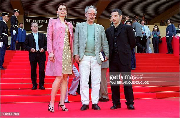 54th Cannes Festival Photocall of ' Eloge a l'Amour' by JeanLuc Godard In Cannes France On May 15 2001Cecile Camp JeanLuc GodardBruno Putzulu