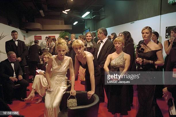 54th Cannes Film Festival 2001 Proclamation Of Winners La 54e édition du Festival de Cannes s'est déroulée du 9 au 20 mai 2001 Milla JOVOVICH Arielle...