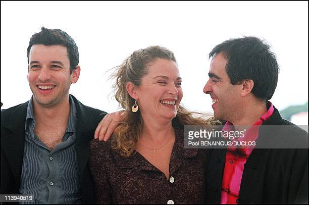 54th Cannes Film Festival Photocall of La chambre des Officiers In Cannes France On May 17 2001Eric Caravaca Isabelle Renaud director Francois...