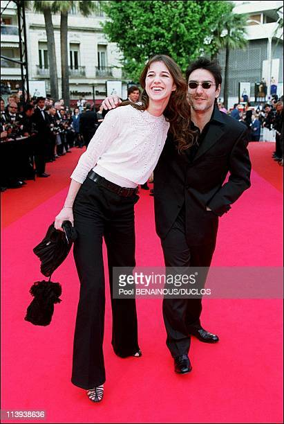 54th Cannes film festival stairs of Apocalypse Now Redux In Cannes France On May 11 2001Charlotte Gainbourg and Yvan Attal