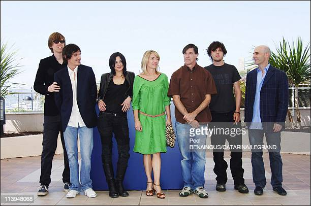 58th Cannes Film Festival Photocall of Last days In Cannes France On May 13 2005Lukas Haas Asia Argento Kim Gordon Gus Van Sant Michael Pitt