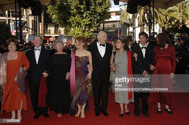 58th Cannes Film Festival Stairs of Don't come knocking a film by Wim Wenders In Cannes France On May 19 2005Michel Piccoli and cast of his film ce...
