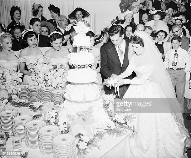 5/9/1950Beverly Hills CA Conrad Nicholson Hilton Jr heir to a hotel fortune and his bride actress Elizabeth Taylor cut their huge wedding cake at a...