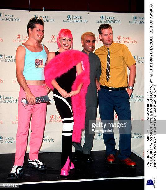 """5Dec99 New-York-City """"No Doubt"""" Wins Most Stylish Video For """"New"""" At The 1999 Vh-1/Vogue Fashion Awards. ("""