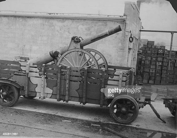 A 5inch siege gun mounted on a10ton trailer in use during World War One at Aberdeen Proving Grounds Great Britain circa 19141918
