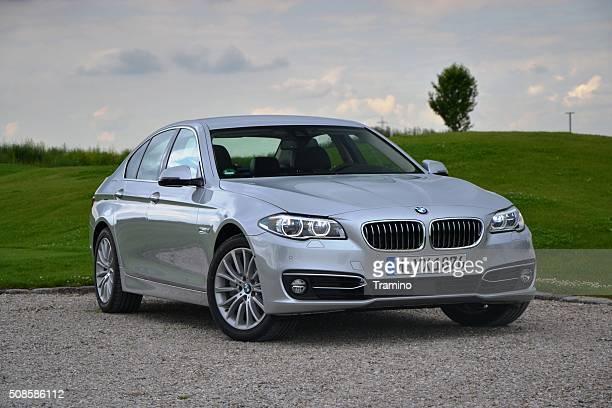 BMW 5-Serie auf dem Parkplatz