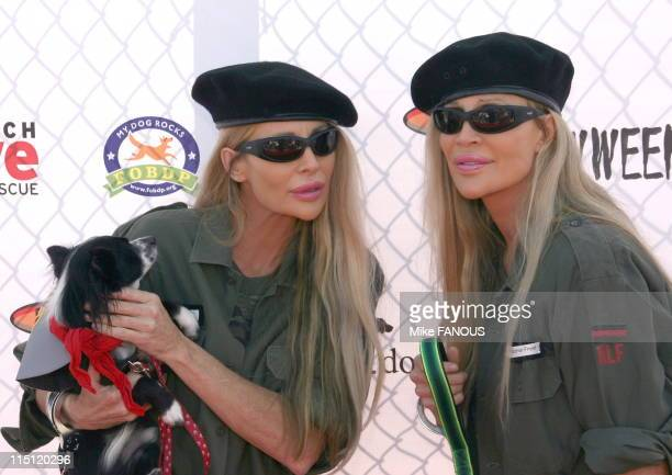 5th annual Bow Wow Ween at the Barrington Dog Park in Los Angeles United States on october 29 2006 Barbi Twins