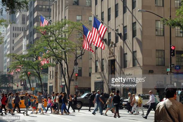 5th avenue at lunchtime - rainer grosskopf stock pictures, royalty-free photos & images
