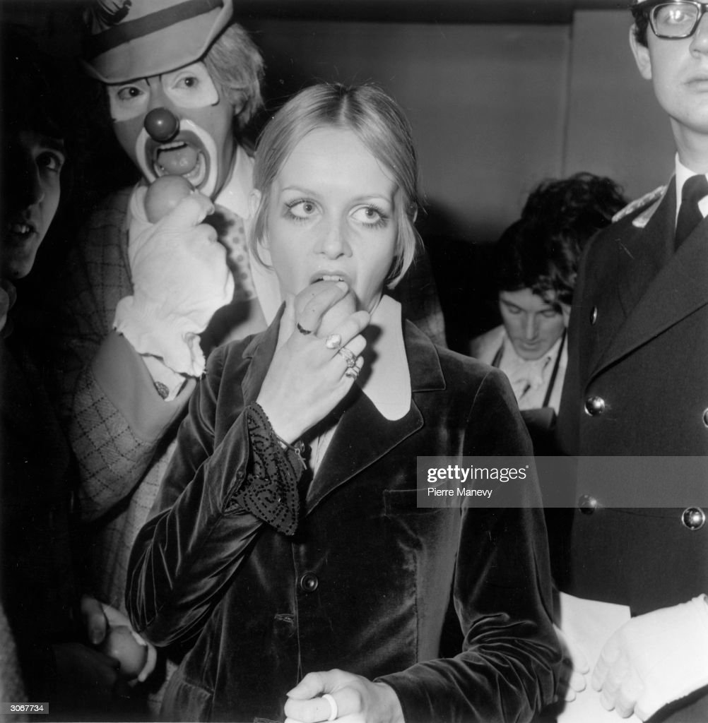 Even Twiggy Eats : News Photo