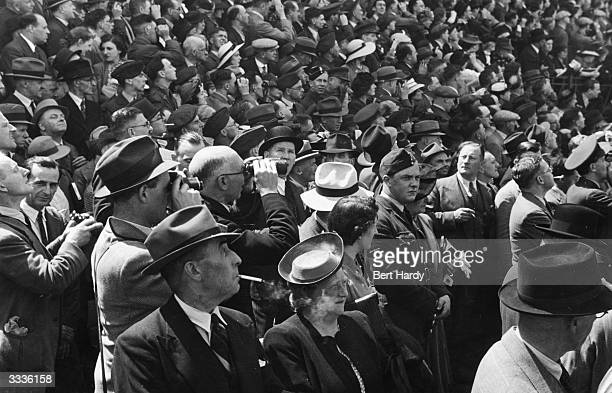 Crowds at the British Horse Race The Derby at Newmarket in Berkshire Original Publication Picture Post 792 This Was A Wartime Derby pub 1941