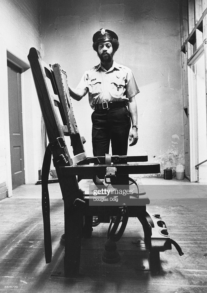 US Correction Officer Willie Davis stands behind the electric chair in the Death House at State  sc 1 st  Getty Images & A Look Back At The Electric Chair Photos and Images | Getty Images