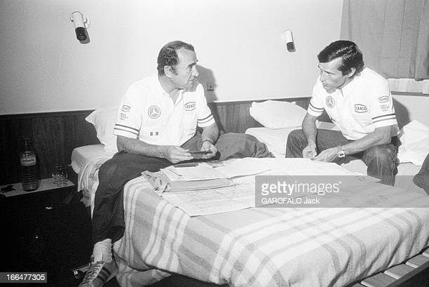 5Th Rallye Paris Dakar 1983 18 janvier 1983 l'acteur Claude BRASSEUR participe au rallye Paris Dakar avec le pilote Jacky ICKX Dans leur chambre...