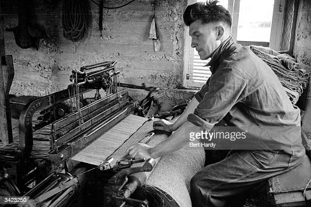Crofter on the island of Lewis and Harris in the Outer Hebrides weaving Harris tweed which is renowned for its quality and is exported all over the...