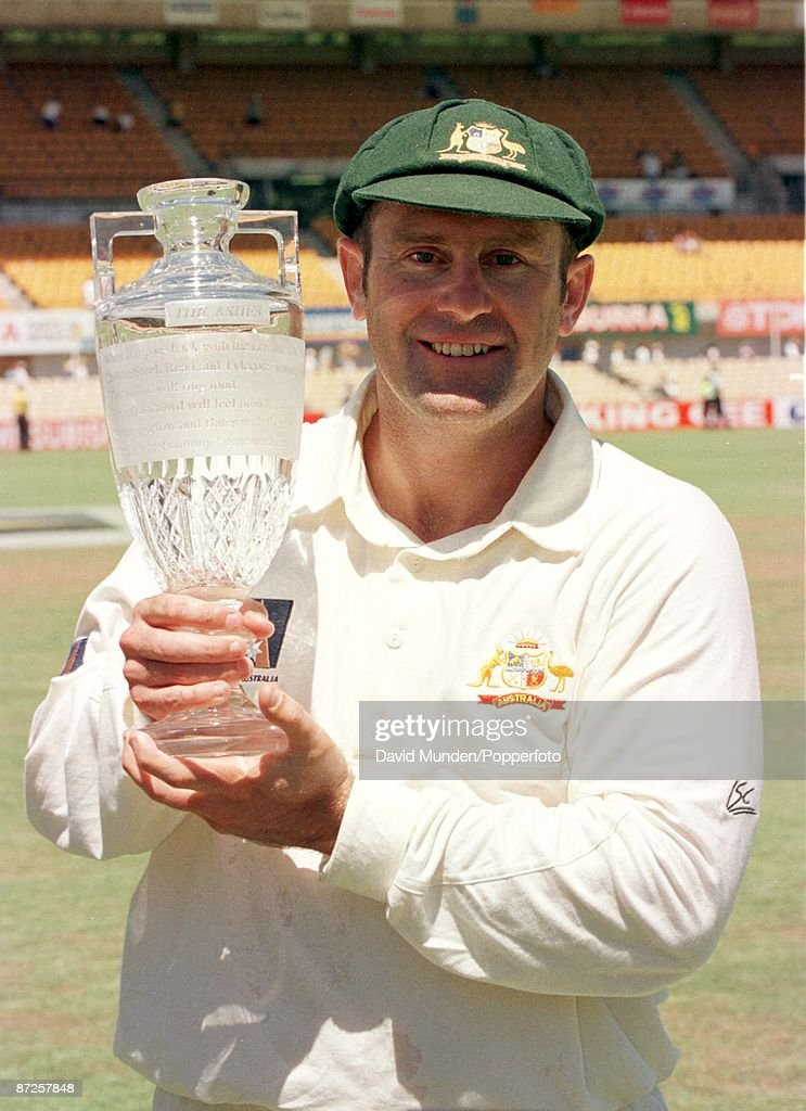 5th test Australia v England in Sydney 5-1-99 Aussie Captain MARK TAYLOR with the Ashes replica urn : News Photo