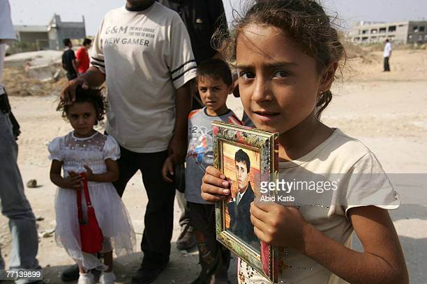 5yearold Palestinian girl Maryeam holds the picture of her father Ata Yousif Kafarna 32yearsold who has spent 4 1/2 years of a 5year sentence in an...