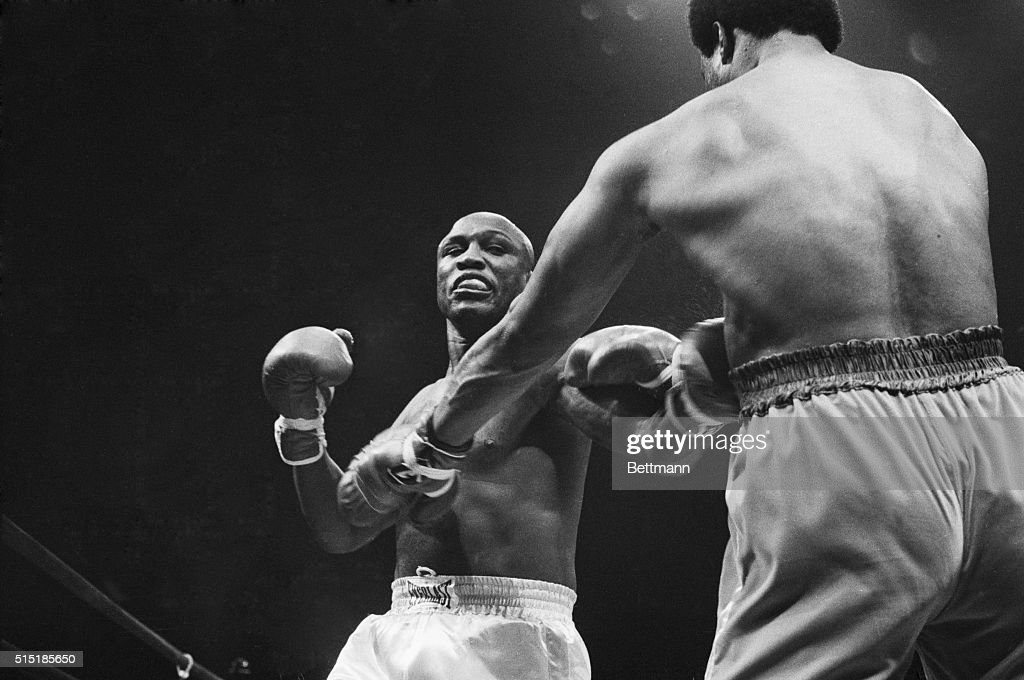 Boxers Joe Frazier and George Foreman Fighting : News Photo