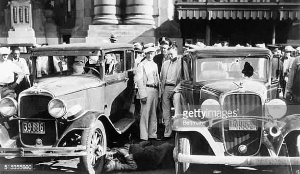 6/17/1933Kansas City MO Scene in front of the Kansas City railroad depot showing two bodies of the four slain officers lying between two...