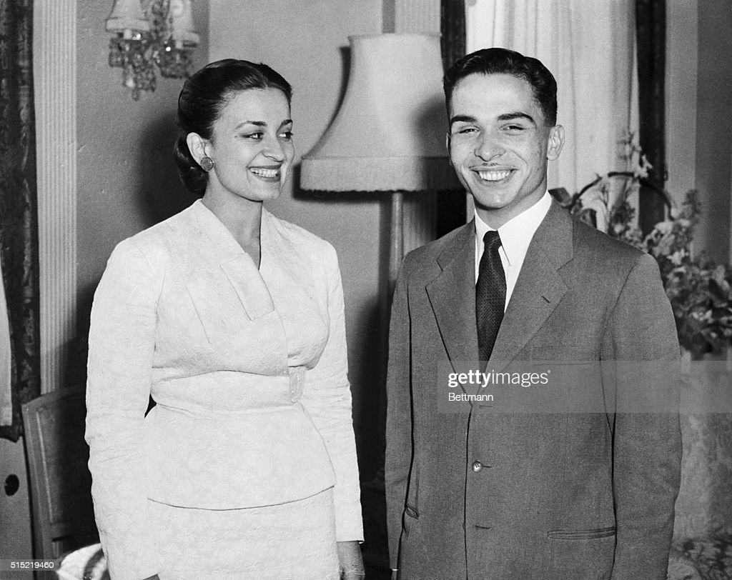King Hussein of Jordan with Wife Queen Dina : Nieuwsfoto's