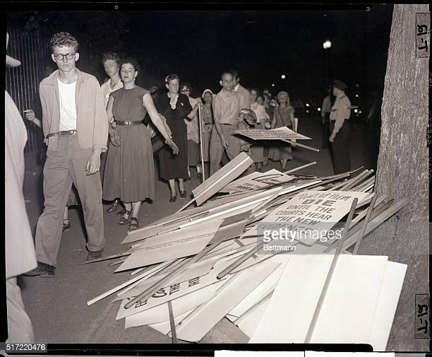 6/20/1953Washington DC Following the news of the execution of atom spies Julius and Ethel Rosenberg shortly after 8PM picketers in front of the White...