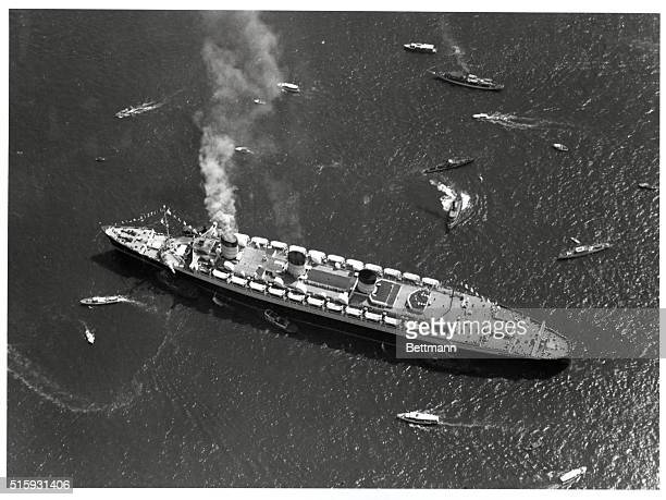 Photo shows Queen Mary entering New York City