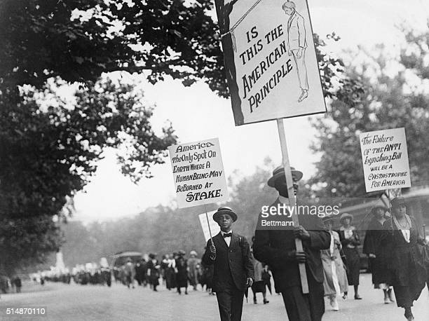 6/24/1922Washington DC Some of the more than 3000 negroes carrying signs urging control and halting lynching of negroes who took part in the protest...