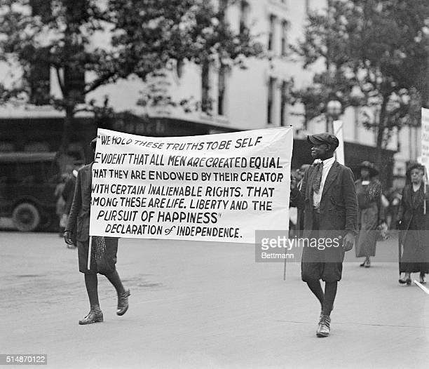 6/24/1922Washington DC Some of the more than 3000 negroes carrying signs urging control and halting of lynching of negroes who took part in the...