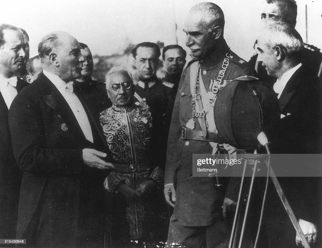 Atatürk And Reza Shah Meeting : News Photo