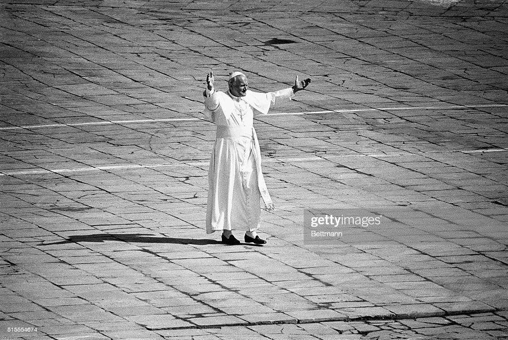 Pope John Paul II in Victory Square : News Photo