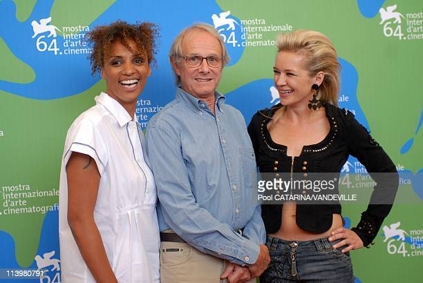 64th Venice Film Festival Photocall of the film 'It's a free world' by Ken Loch In Venice Italy On September 01 2007Left to right actress Juliet...