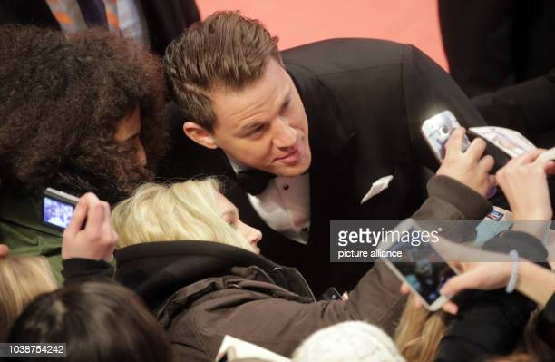 66th International Film Festival in Berlin Germany 11 February 2016 Opening gala and film premiere _Hail Ceasar_ Channing Tatum and fans The film is...
