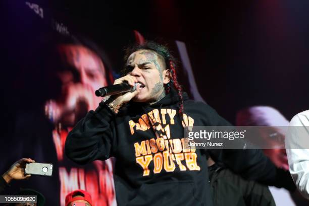 6ix9ine performs at 2018 Power105.1 Powerhouse NYC at Prudential Center on October 28, 2018 in Newark, New Jersey.