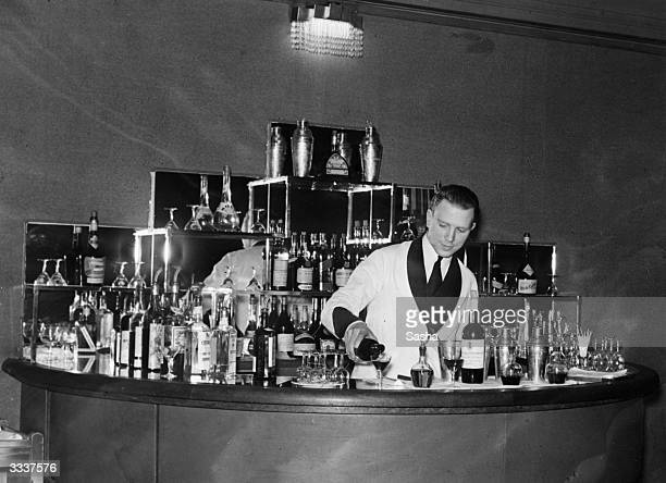 The cocktail bar of the Monseigneur in London.