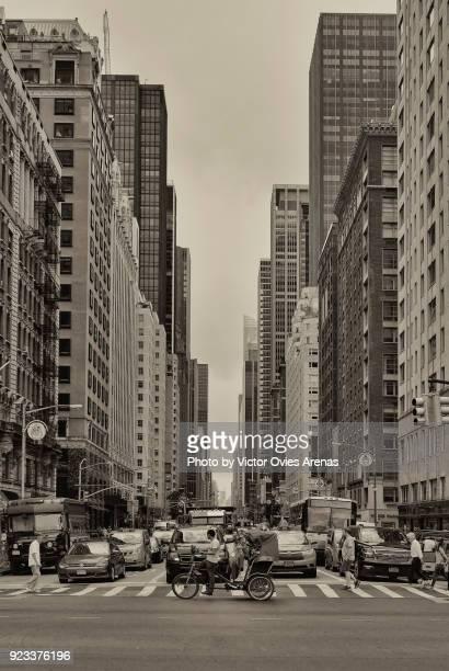 6th avenue, manhattan. new york, usa - victor ovies fotografías e imágenes de stock