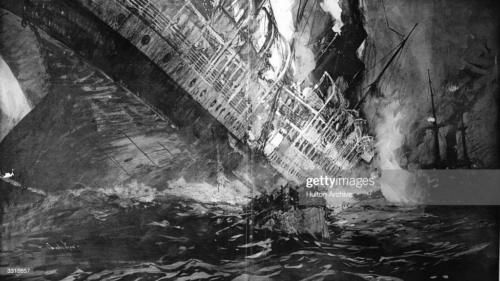 Shipping Disaster : News Photo