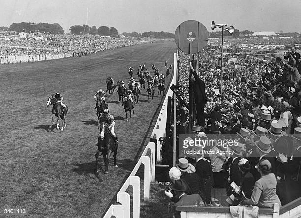 Sir Gordon Richards on Pinza winning the Derby from the Queen's 'Aureole' and 'Pink Horse'